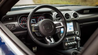 Ford Mustang interiér 22