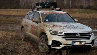 Volkswagen Touareg Vašek pokořil Rallye Dakar. To ale netušil, co na něj čeká v Česku