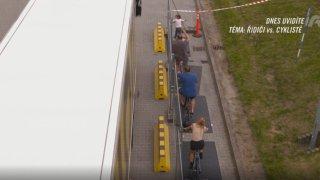 Test 1,5metrového odstupu v praxi: řidiči autobusů si ho sami vyzkoušeli. Raději seskočili z kola
