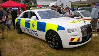 Když honička, tak na úrovni. Angličané ukázali policejní Rolls-Royce