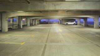 Nová P+R parkoviště zejí prázdnotou. Řidiči o nich neví