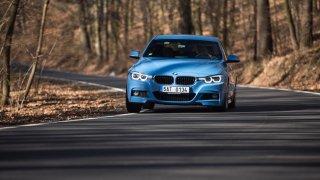 BMW 330i s dvoulitrovým čtyřválcem 4