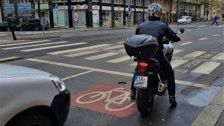 motorkáři v koloně