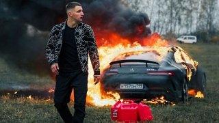 Ruský youtuber se naštval na servis. Jako pomstu zapálil svůj Mercedes-AMG GT 63 S