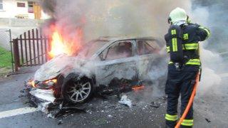 České posádce na Barum Rally zcela shořela závodní Fabia R5