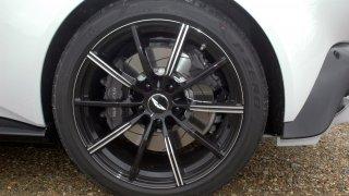 Aston Martin Vantage – Interiér 4