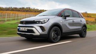 """Nový Opel Crossland přišel o """"X"""". Zato ho řidič může mít lépe pod kontrolou"""