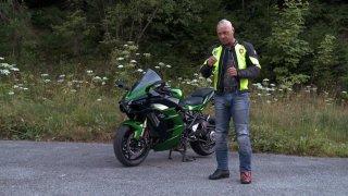 Recenze sportovně cestovního motocyklu Kawasaki Ninja H2 SX SE