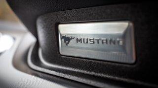 Ford Mustang interiér 10