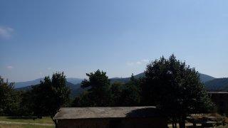 To na pozadí hor není elektrárna, ale rudý UFO