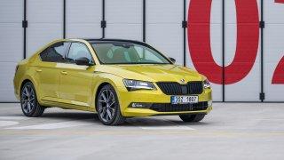 Škoda Superb třetí generace ve výrazné barvě Drago