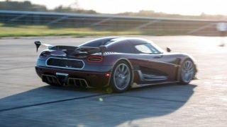 Koenigsegg roztrhal rekord Bugatti Chiron. Starým autem