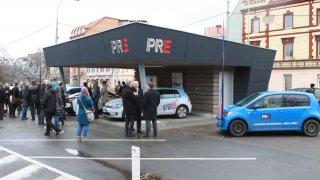 PRE otevírá novou rychlonabíjecí stanici v Praze - Holešovicích