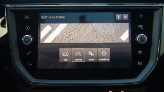SEAT Ibiza FR 1.0 TSI interiér 4