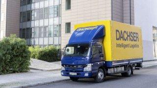 První zcela elektrická nákladní vozidla ze sériové výroby FUSO eCanter byla předána zákazníkům v Evropě