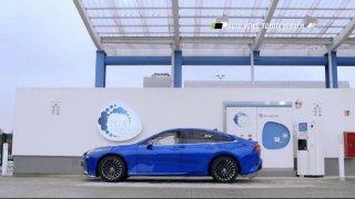 Auto news: McLaren Artura, Toyota Mirai, BMW iX, Renault Kangoo a Mini Electric Pacesetter