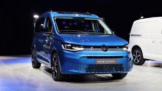 Nový VW Caddy nebude mít listová pera a dostane digitální přístrojovku. Už dnes večer v televizi