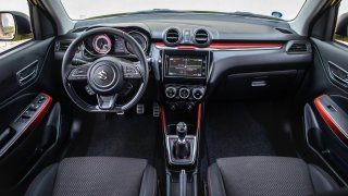 Suzuki Swift Sport přístrojová deska