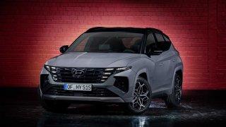 Hyundai Tucson přijíždí v atraktivní verzi N Line. Karoq Sport Line se musí mít na pozoru
