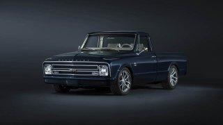 Chevrolet C-10 z roku 1967 zrestaurovala samotná a