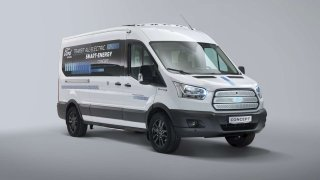 Ford testuje na prototypu elektrického Transitu nové technologie