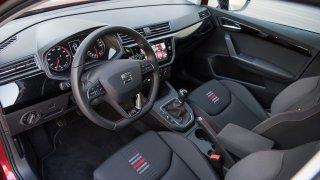 SEAT Ibiza FR 1.0 TSI interiér 1