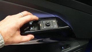 První rande s VW ID.4: Brácha Škody Enyaq má několik vychytávek, které řidiče ostatních aut překvapí