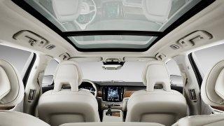 Nebezpečná krása. Nový airbag zabrání vypadnutí prosklenou střechou