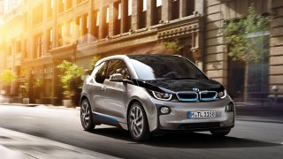 Elektromobil může za pět let ztratit skoro tři čtvrtiny své ceny, ukazují statistiky