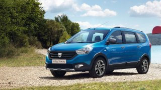 Dacia Lodgy podle francouzského časopisu brzy skončí. Lidový stěhovák nahradí sedmimístné SUV