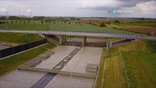 Dálnice D1 je přetnuta u Přerova. Jediný nedostavěný úsek blokují ekologové. Poslechněte si, proč