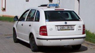 Činnost autoškol bude obnovena až 11. května. Zdržuje to i nástup nedostatkových řidičů MHD