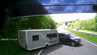 Dokonalá ukázka, jak v létě nejezdit s karavanem