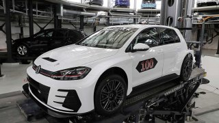 Jubilejní Volkswagen Golf GTI TCR byl předán v Autostadtu