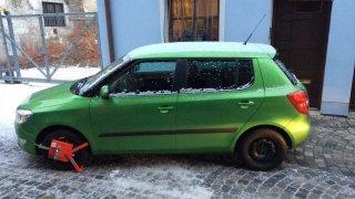 V Olomouci bojují s řidiči, kteří se rozjíždějí s nasazenou botičkou
