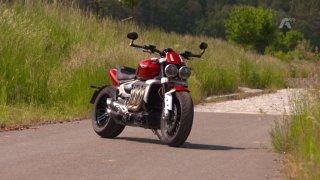 Recenze motocyklu Triumph Rocket 3