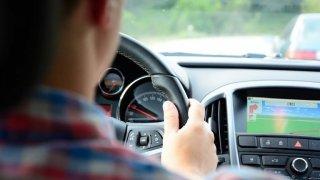České řidiče rozčiluje pomalá jízda ostatních. Mají pak sklony k výchovnému působení na ostatní