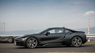 BMW i8 Protonic Frozen v matně černém laku. 4