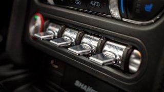 Ford Mustang interiér 9