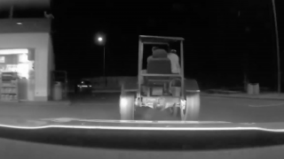 Traktorista na Svitavsku ujížděl policii. Uháněl až 30 km/h