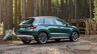 Škoda ořezala nabídku motorů u oblíbeného SUV Karoq. Pod kapotu se ale stěhuje i zajímavá novinka