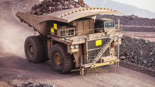 Největší nákladní auta světa často váží i více než