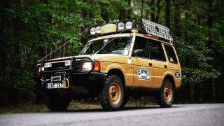 Off-roadovou legendu proslavil závod pro dobrodruhy. Land Rover Discovery z roku 1992 jezdí v Česku