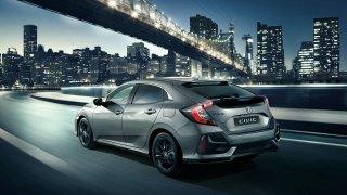 Faceliftovaná Honda Civic dostala přehlednější ovládání multimédií a novou výbavu Sport Line