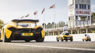 Hypersport na sušenky. McLaren P1 svérázně slaví 5 let