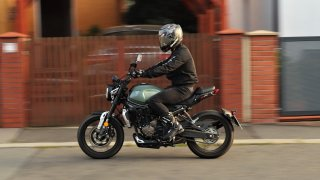 Test motorkářských malorážek Voge 300R a 300AC, které se dají pořídit pod 100 tisíc korun