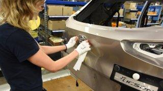 Prodejny nových a ojetých aut se otevřou v pondělí. Hyundai v Nošovicích už zase vyrábí