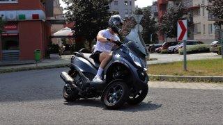 Italové obelstili systém. Na pětistovce Piaggio lze i v Česku jezdit s pouhým řidičákem na auto