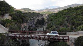 Na albánské řece: tohle místo potěší profesora historie i Vinnetua!