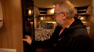 Moderní obytná auta často nabízejí luxus drahých hotelových pokojů. A taky geniální vychytávky